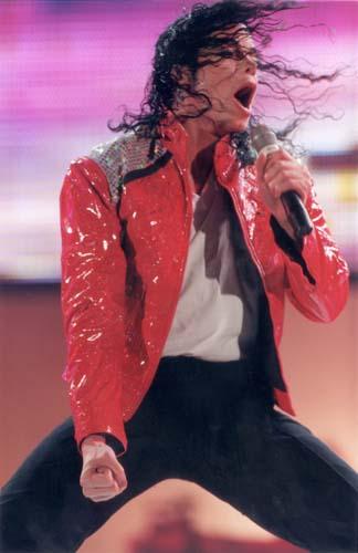 Michael Jackson se apresenta em Londres em 1988 usando uma jaqueta de nailon