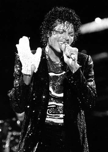 Em turnê de 1984, com jaqueta de paetês