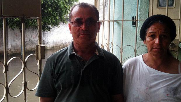 """""""O culpado disso não é Deus, é o governo"""", diz Aleoni Aristides, que mora com a mulher há 22 anos no local"""