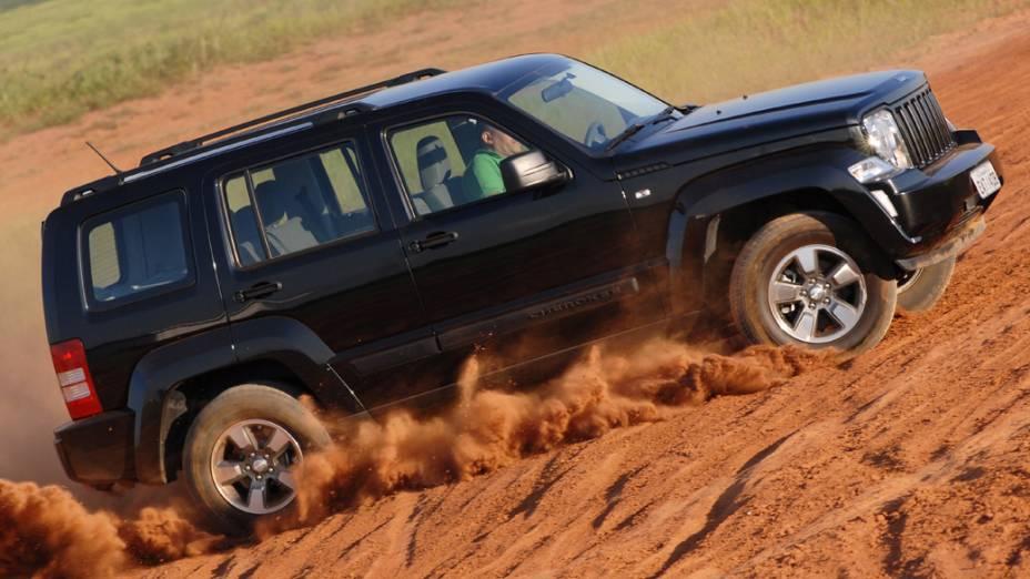 O Cherokee Sport vai dar lugar ao Jeep Cherokee 2014 - ainda sem data para chegar ao Brasil