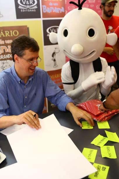 O criador de Diário de um Banana, Jeff Kinney, em visita ao Brasil