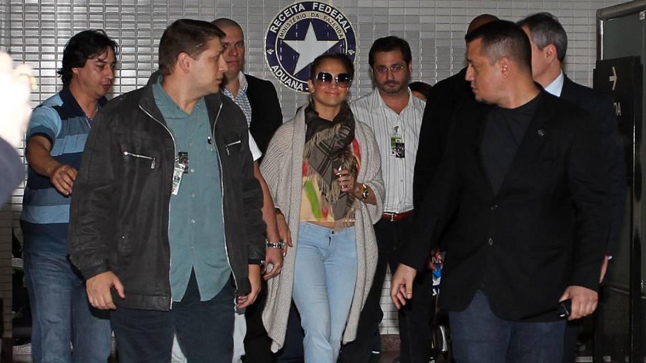 Jennifer Lopez desembarca no aeroporto de Cumbica, em Guarulhos