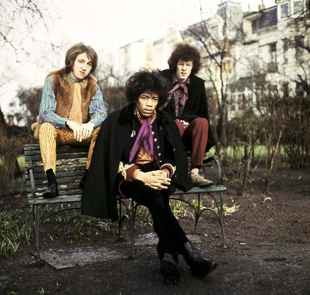 Noel Redding, Jimi Hendrix e Mitch Mitchell, integrantes da banda Jimi Hendrix Experience, em Hamburgo, em 1967