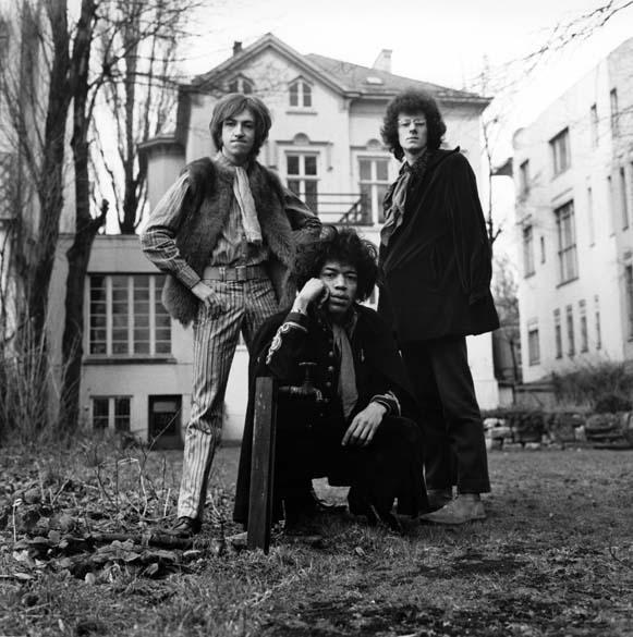 Mitch Mitchell, Jimi Hendrix e Noel Redding, integrantes da banda Jimi Hendrix Experience, em 1967