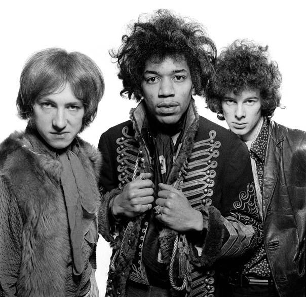 Mitch Mitchell, Jimi Hendrix e Noel Redding, integrantes da banda Jimi Hendrix Experience, em 1966