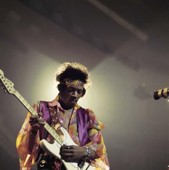 Jimi Hendrix se apresenta no Royal Albert Hall, em Londres, em 1967