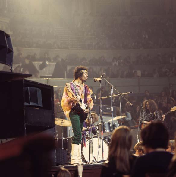 Jimi Hendrix durante show no Royal Albert Hall, em Londres, em 1967