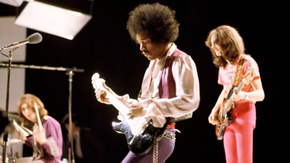 Mitch Mitchell, Jimi Hendrix e Noel Redding se apresentam em programa de televisão em 1969