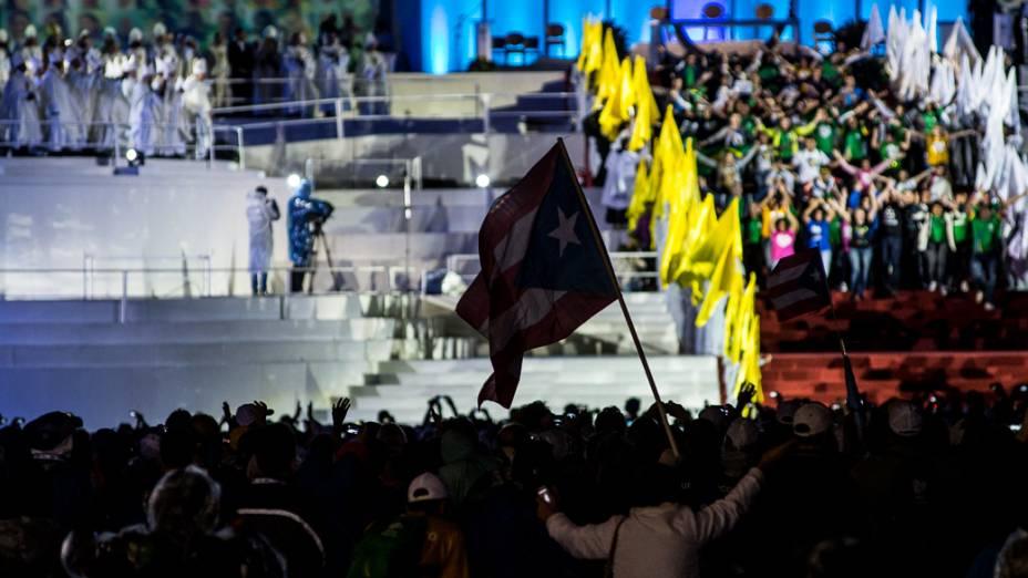 Milhares de fieis foram a praia de Copacabana para acompanhar a missa de abertura da Jornada Mundial da Juventude (JMJ)