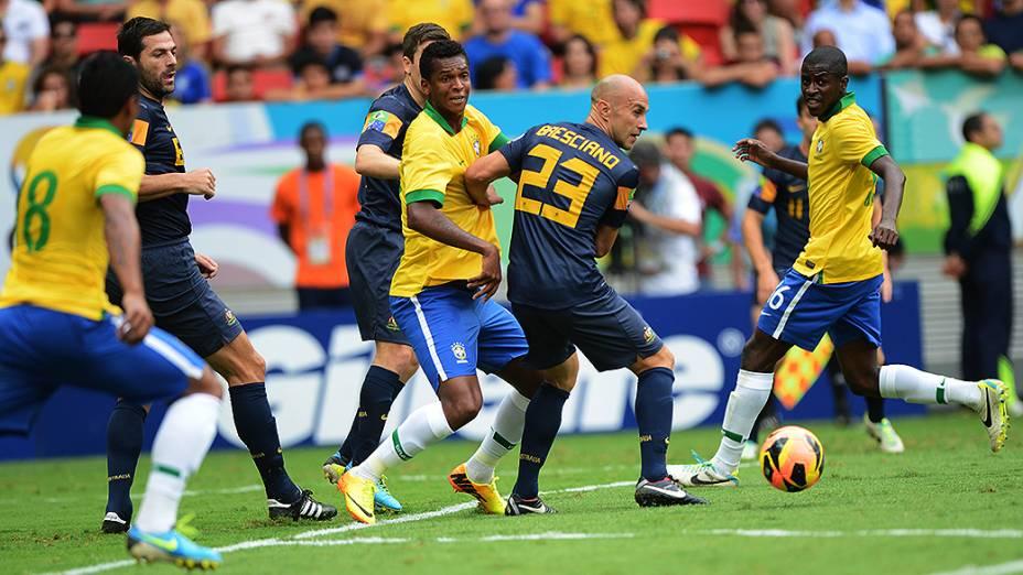 Jô durante o amistoso entre Brasil e Austrália no estádio Mané Garrincha em Brasília