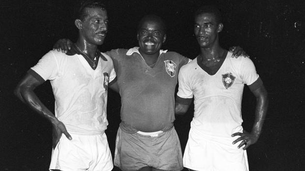 Leônidas da Silva (centro), Zizinho (à esq.) e Didi, em 1957