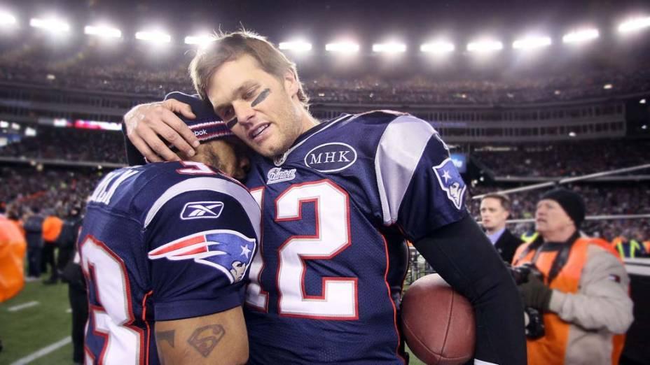 """Tom Brady comemora com Kevin Faulk vitória do """"New England Patriots"""" sobre o """"Baltimore Ravens"""" em 2012"""