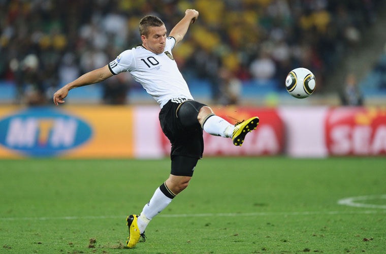 Lukas Podolski é polonês naturalizado alemão.