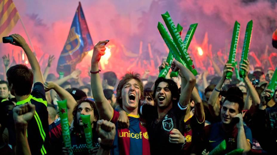 Torcida do Barcelona comemora a vitória do time na final da UEFA Champions League, em Londres