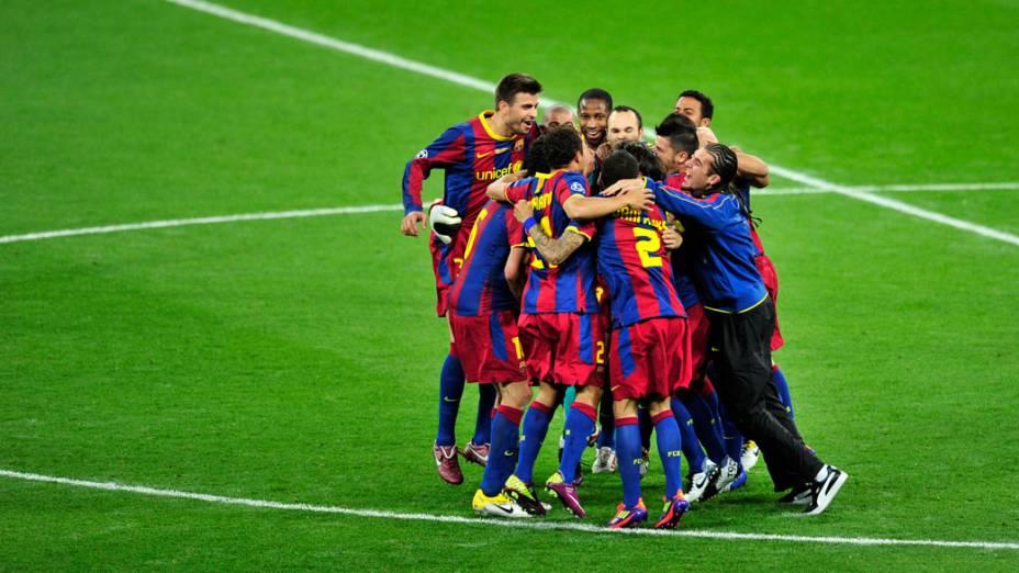 Jogadores do Barcelona comemoram a vitória na final da UEFA Champions League, em Londres