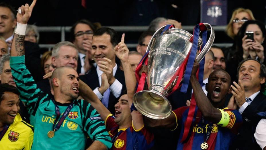 Jogadores do Barcelona comemoram o título de campeão da UEFA Champions League, em Londres