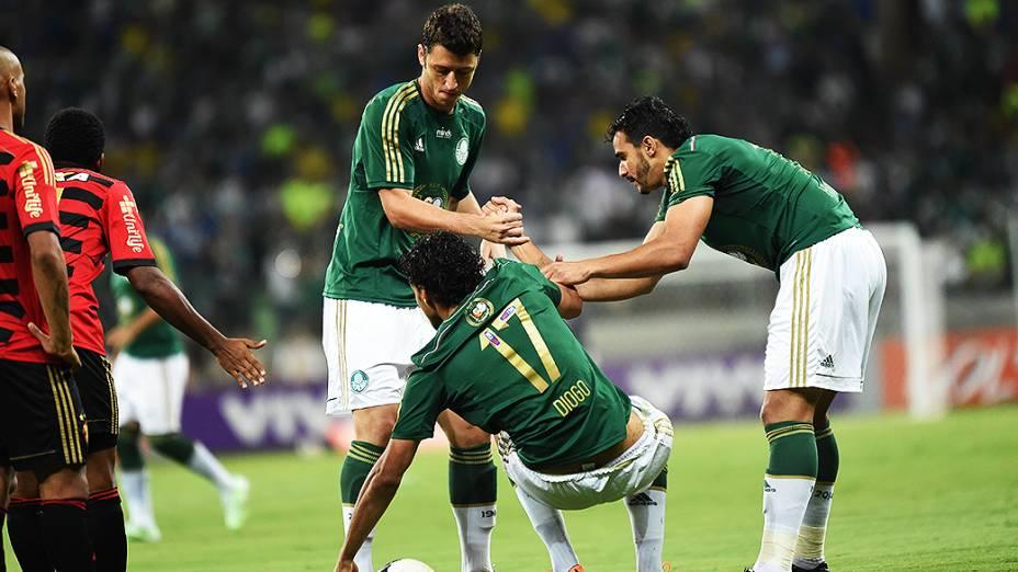 Jogadores do Palmeiras, durante partida contra o Sport, no novo estádio em São Paulo
