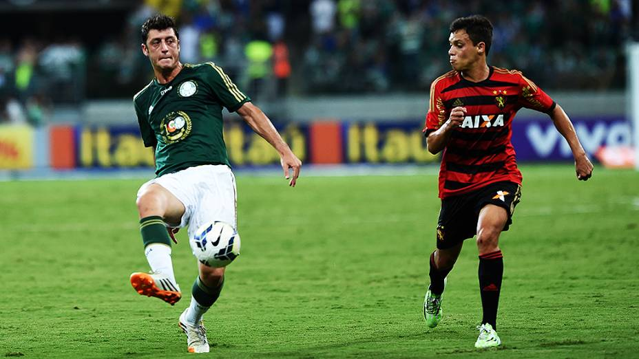 Lance da partida entre Palmeiras e Sport, durante inauguração da Arena Palmeiras, em São Paulo