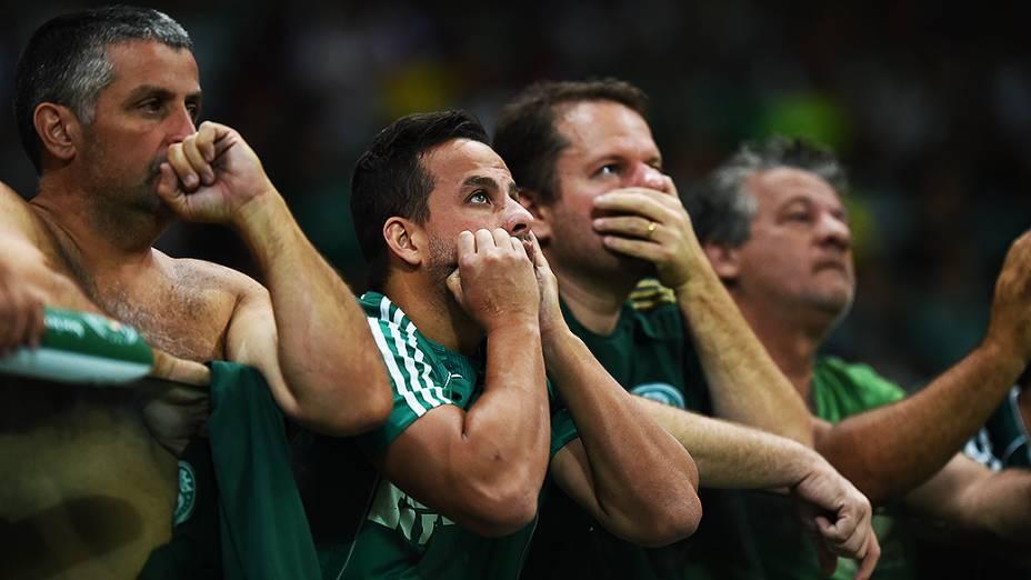 Palmeirenses lamentam derrota por 2 x 0 contra o Sport, no jogo de inauguração do novo estádio, nesta quarta-feira (19), em São Paulo