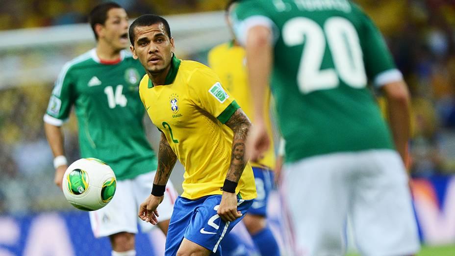 Jogador Daniel Alves, durante jogo contra o México pela Copa das Confederações, em Fortaleza
