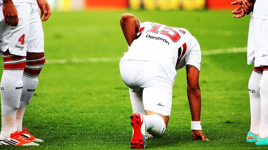 Jogador Denilson antes da partida entre São Paulo e Fluminense, no estádio do Morumbi