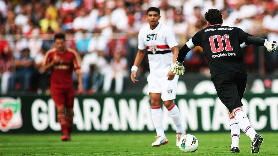 Rogério Ceni durante partida entre São Paulo e Fluminense, no estádio do Morumbi