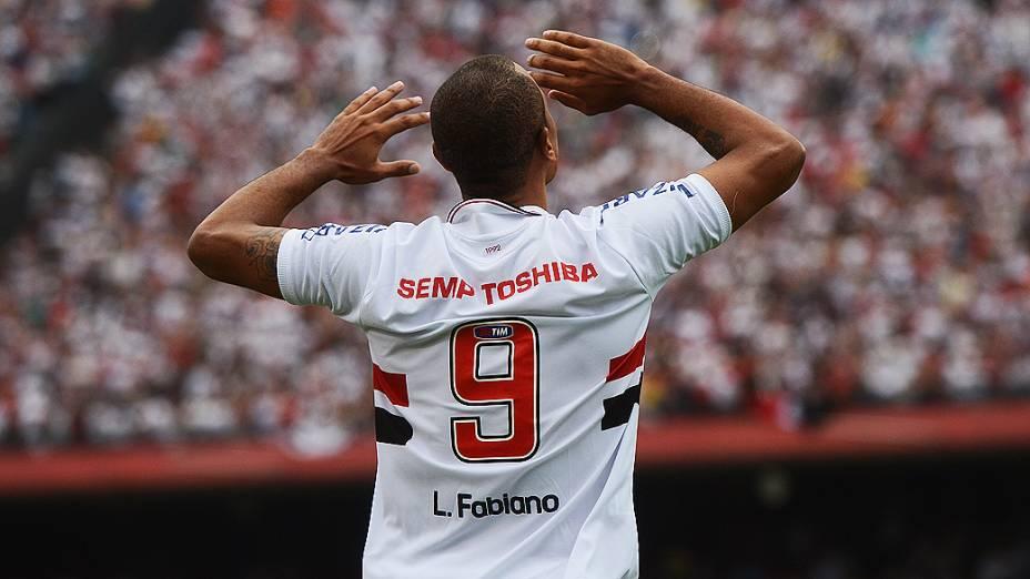 Luis Fabiano comemora gol na partida entre São Paulo e Fluminense, no estádio do Morumbi