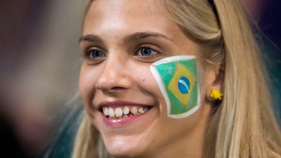 Torcedora do Brasil na semifinal do futebol masculino