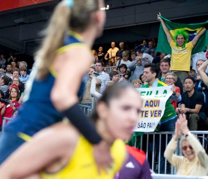 Festa pela vitória do vôlei brasileiro contra a Rússia