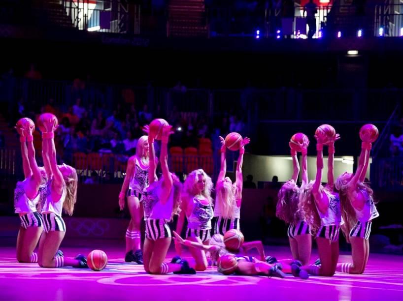 Cheerleaders no basquete olímpico