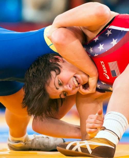 Duelo entre americana e sueca na luta greco-romana