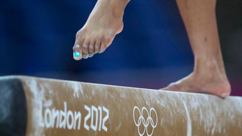 Atleta da ginástica olímpica na final por equipes