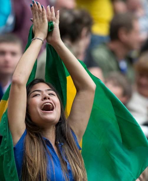 Torcedora brasileira no futebol, em Newcastle