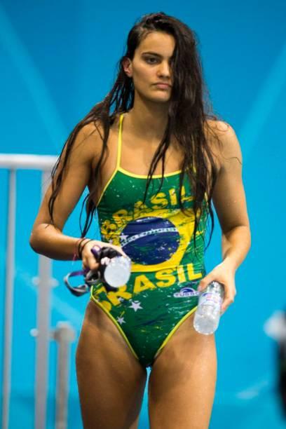 Fai Hussain, atleta do Kuwait que nadou em Londres com maiô com as cores do Brasil