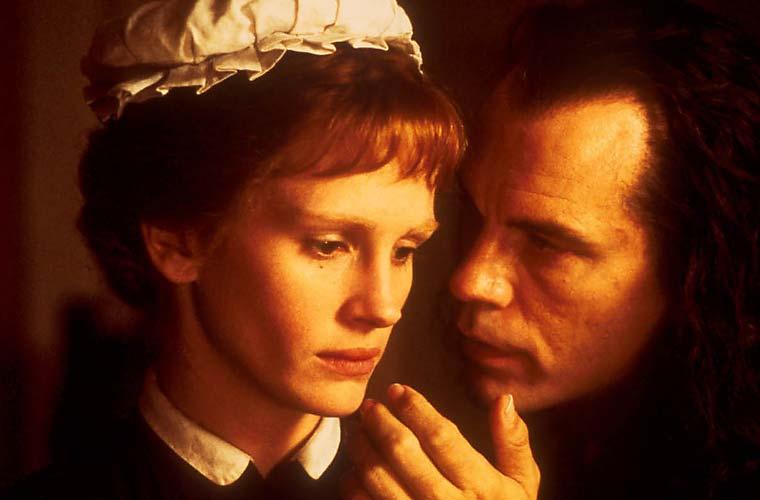 Julia Roberts interpretou uma arrumadeira e John Malkovich, seu patrão em O Segredo de Mary Reilly.