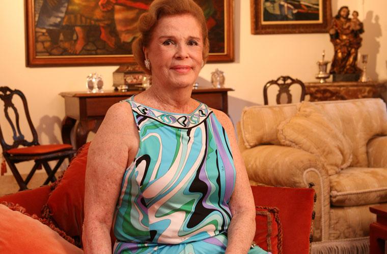 Lily Marinho, em sua casa no Cosme Velho, no Rio de Janeiro: as joias que restavam em sua coleção vão a leilão.