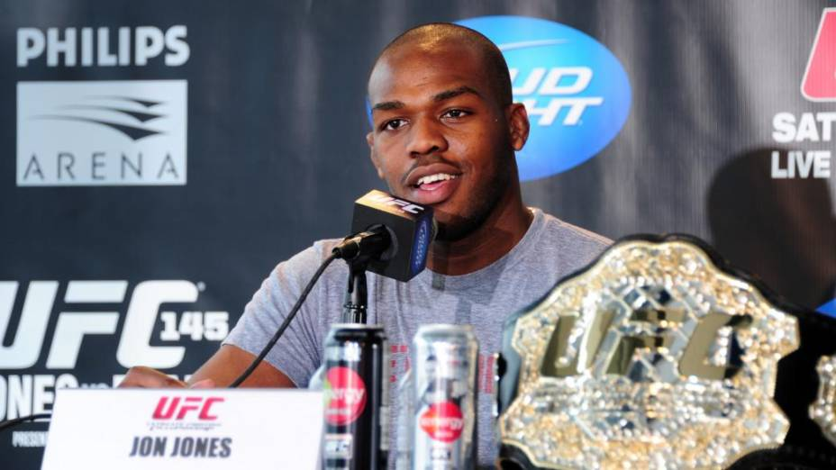 Jon Jones com seu cinturão dos meio-pesados do UFC, em Atlanta, em fevereiro de 2012