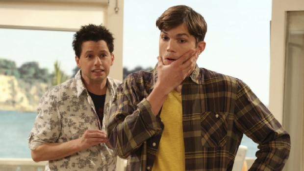 jon-cryer-e-ashton-kutcher-em-cena-da-10-temporada-de-two-and-a-half-men-original.jpeg