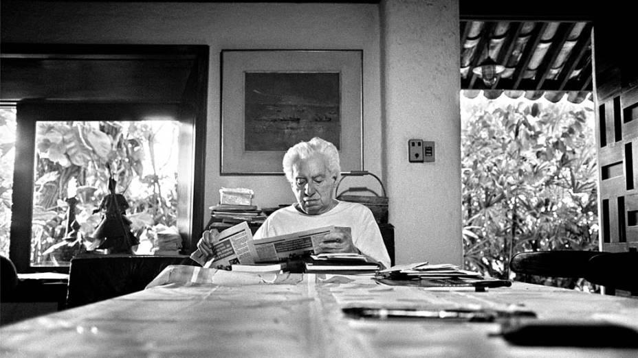 Jorge Amado em 1997, na sala de jantar de sua casa em Salvador, Bahia