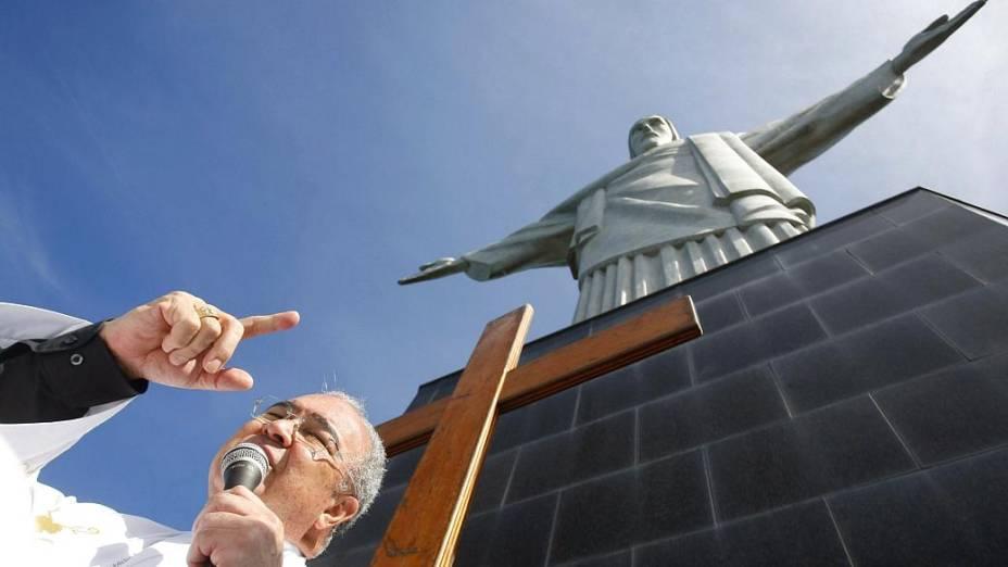 Jornada: Cruz Peregrina é levada ao Cristo Redentor, onde dom Orani fez uma celebração