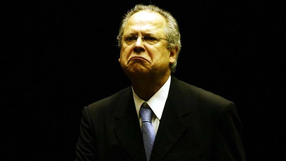 Condenado do mensalão, José Dirceu desembarca no hangar da PF em Brasilia