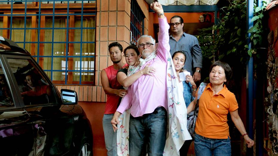 José Genoino deixa sua casa para se entregar a Polícia Federal, em São Paulo