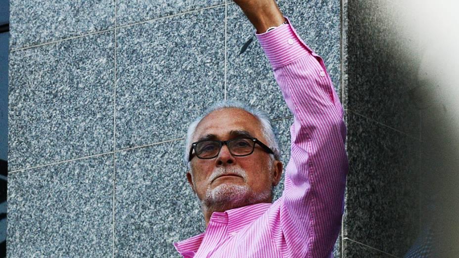 José Genoino se entrega na sede da Polícia Federal, em São Paulo