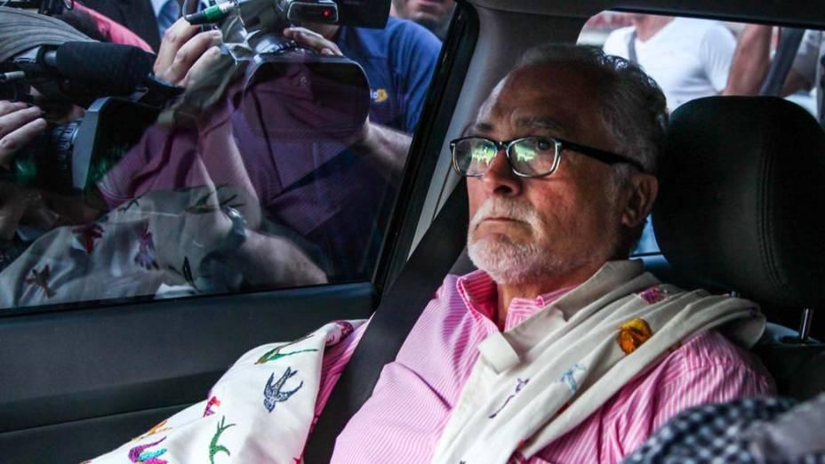 José Genoino a caminho da Polícia Federal, em São Paulo