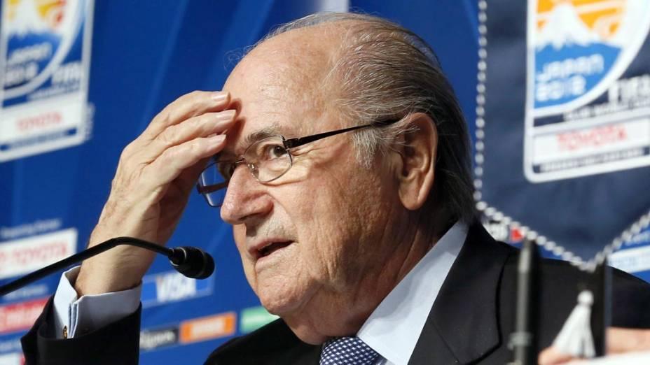 Joseph Blatter durante coletiva de imprensa, em Tóquio