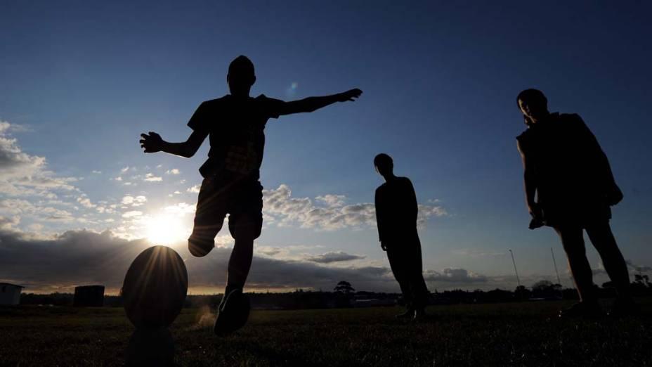 Jovens em campo de rúgbi em Takapuna, norte de Auckland, Nova Zelândia. A Copa do Mundo de Rúgbi começa amanhã e vai até 23 de setembro