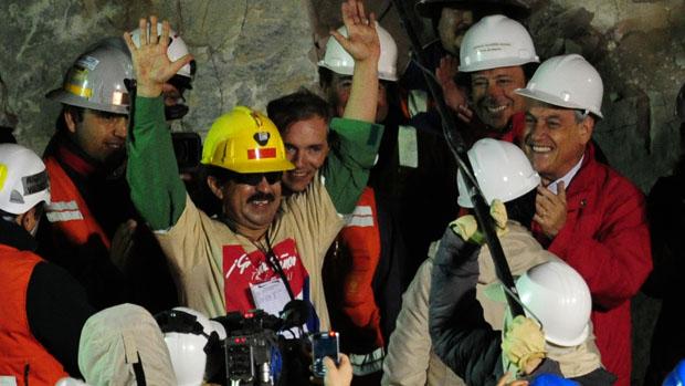 O mineiro Juan Illanes, o terceiro a ser resgatado da mina San José