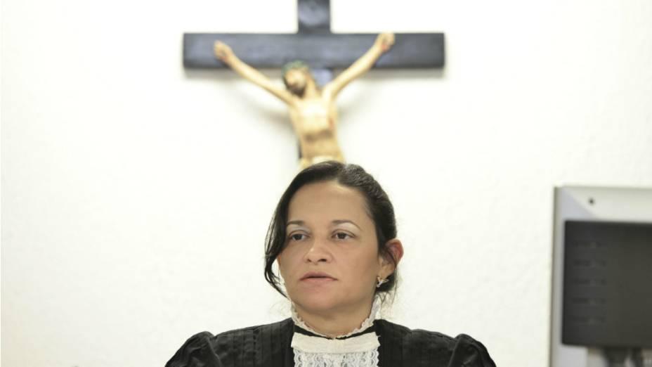 A juiza Marixa Fabiane Lopes Rodrigues na sala de audiência do Fórum Doutor Pedro Aleixo, em Contagem