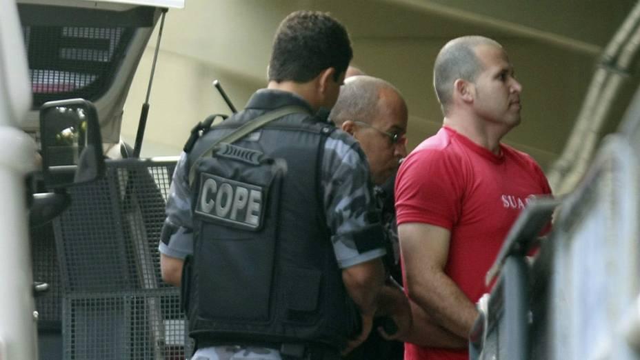 Luiz Henrique Romão, o Macarrão, chega ao fórum, onde será julgado