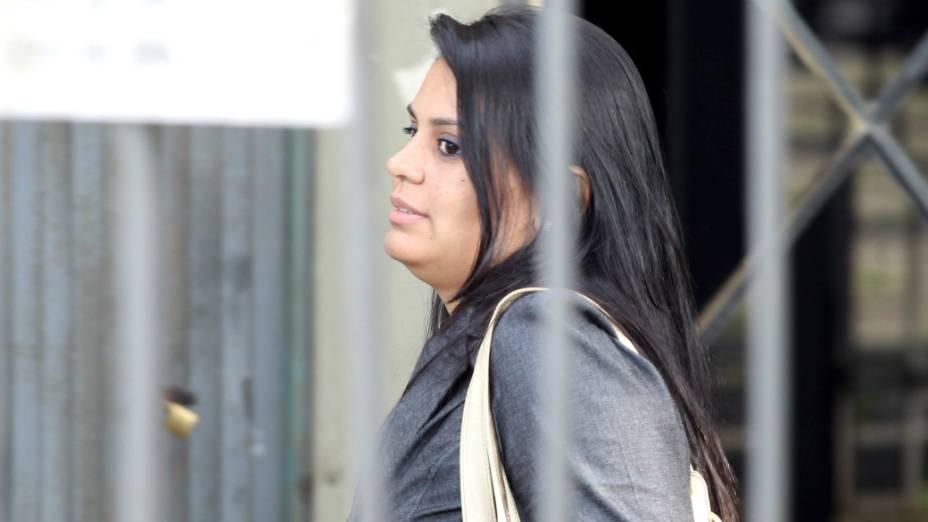 Ingrid Calheiros, atual mulher do goleiro Bruno, no Fórum de Contagem